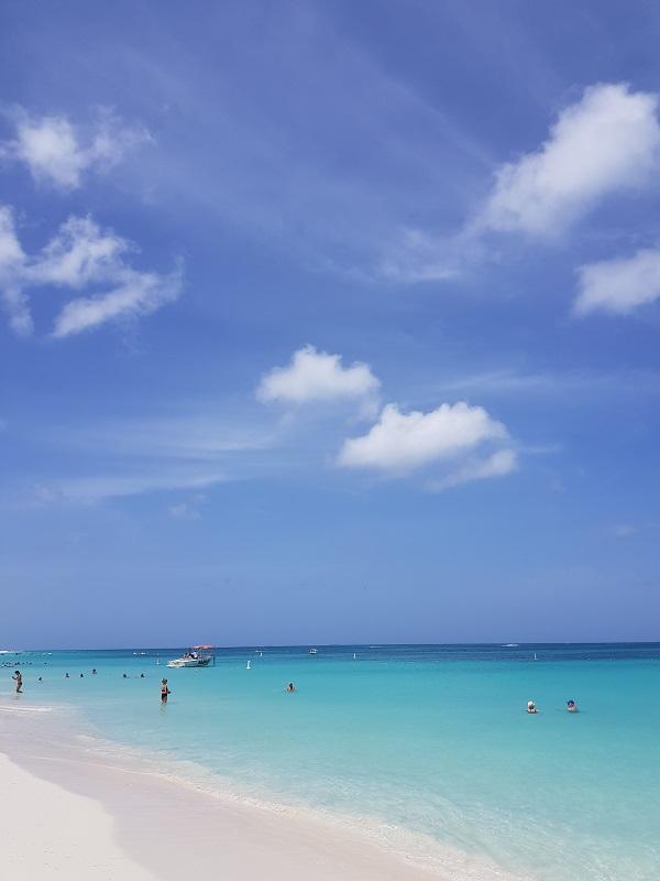 conheca-as-ilhas-do-caribe-que-estao-fora-das-rotas-dos-furacoes19