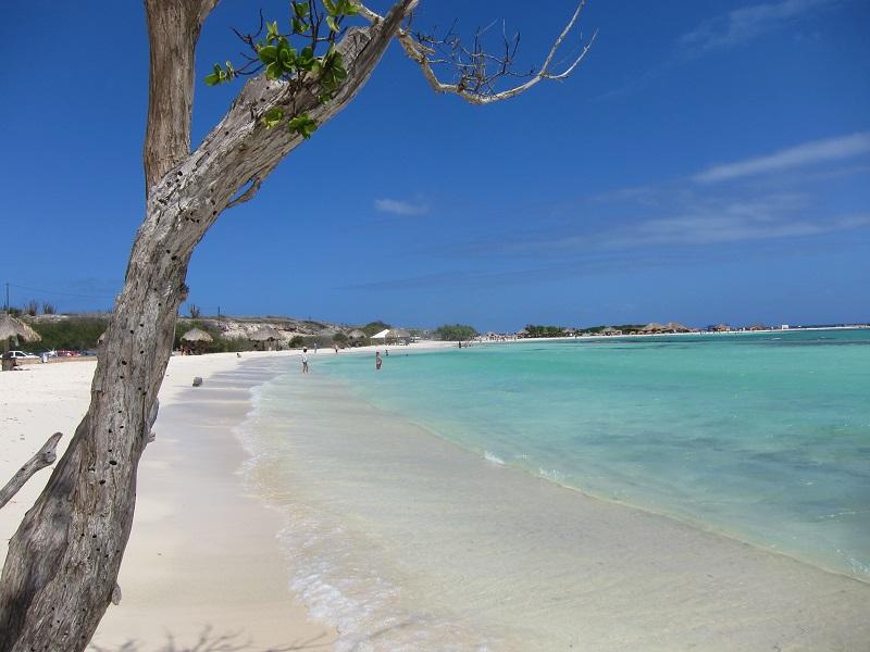 conheca-as-ilhas-do-caribe-que-estao-fora-das-rotas-dos-furacoes25