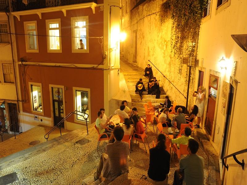 conheca-a-incrivel-tradicao-das-tunas-academicas-em-portugal2